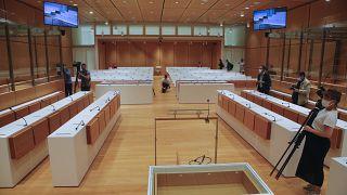 Mise en place de caméras dans la salle d'audiences de la Cour d'assises spéciale de Paris, le 27 août 2020