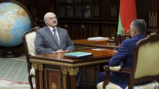 Alexander Lukashenko em reunião com o presidente do Supremo Tribunal da Bielorrússia