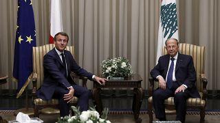 Fransa Cumhurbaşkanı Emmanuel Macron Beyrut havalimanında Lübnan Devlet Başkanı Michel Aoun tarafından karşılandı