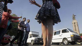ناشطة مصرية في القاهرة تحتج ضد التحرش الجنسي. 2014/06/14