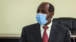 Paul Rusesabagina a ruandai rendőrségen, Kigali, 2020. aug. 31.