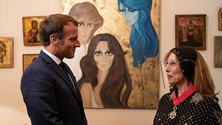 الرئيس الفرنسي إيمانويا ماكرون والفنانة اللبنانية فيروز