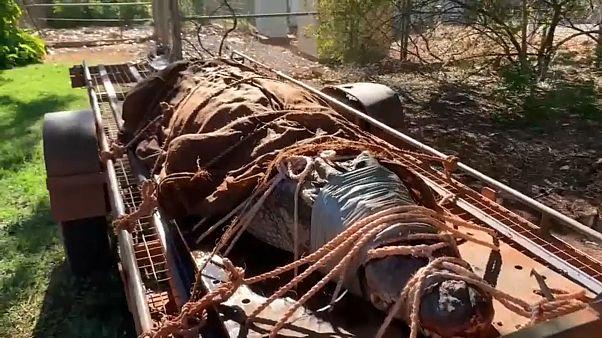 تم الإمساك بالتمساح الذكر الذي يبلغ وزنه 350 كيلوغراما في نهر فلورا في متنزه طبيعي ناء على بعد 120 كيلومترا جنوب غرب بلدة كاثرين النائية