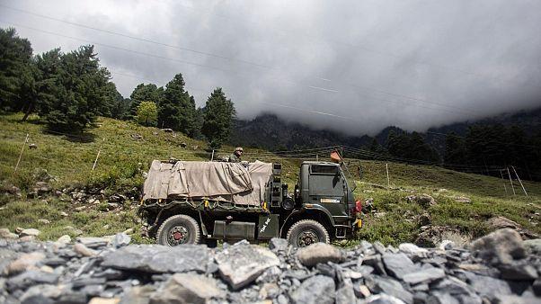 خودرو نظامی ارتش هند در منطقه مرزی این کشور با چین
