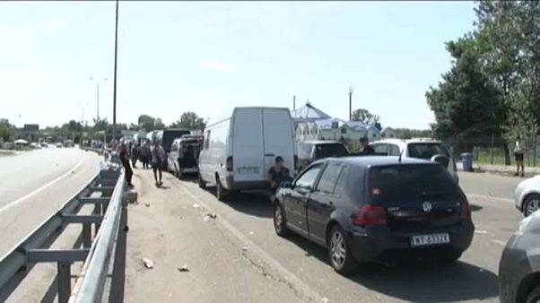 Álló kocsisor az ukrán-magyar határon