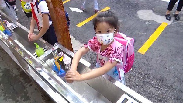 شاهد: عودة التلاميذ لمدارسهم في ووهان الصينية بؤرة فيروس كورونا الأولى