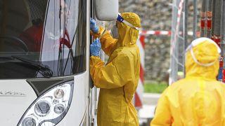 تقول الدراسة إن فيروس كورونا يمكن أن ينتشر عبر الهواء خارج مجال متر إلى مترين