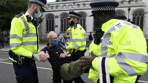 Λονδίνο: 65 συλλήψεις σε πορεία του Extinction Rebellion