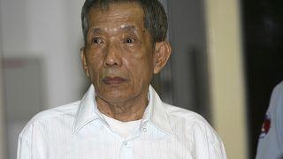 """كاينغ غويك إياف الملقّب بـ""""دوتش"""" والذي كان يدير سجن """"تول سلينغ"""" في العاصمة الكمبودية"""