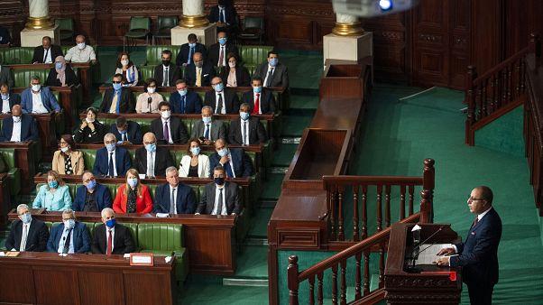 رئيس الوزراء التونسي المكلف هشام المشيشي يلقي خطابه في البرلمان قبل التصويت على الثقة