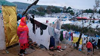 Moria kampının çevresinde çadır kuran mülteciler