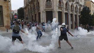 جانب من مظاهرة مناهضة للحكومة اللبنانية بالقرب من ساحة البرلمان في بيروت، الثلاثاء 1 سبتمبر 2020