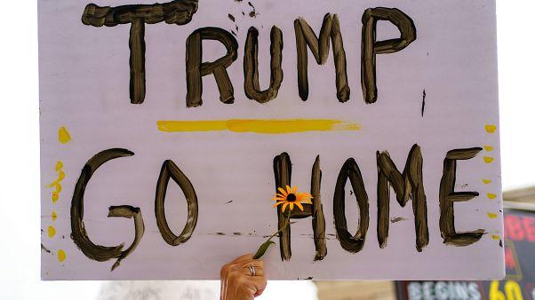شاهد: عائلة جاكوب بليك تقود مظاهرات في كينوشا ضد زيارة ترامب