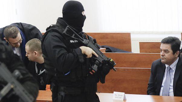 Miroslav Marcek y Marian Kocner sentados frente al juez