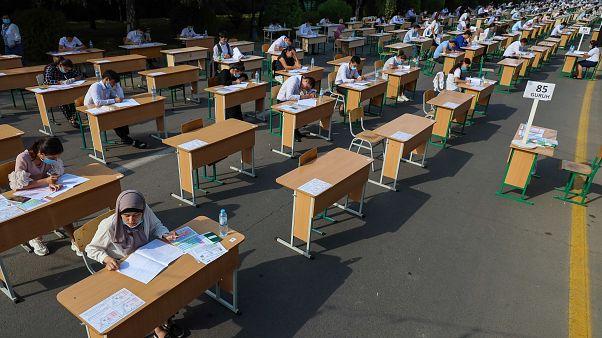 ازبکستان؛ آزمون کنکور امسال تاشکند در فضاهای باز برگزار شد
