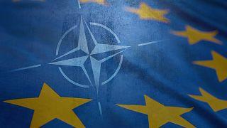 NATO ve AB bayrakları