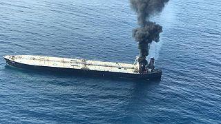 De la fumée s'élève après qu'un incendie se soit déclaré sur un pétrolier immatriculé au Panama, photo prise le 3 septembre 2020