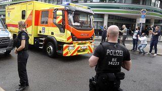 سيارة إسعاف يُعتقد أنها نقلت أليكسي نافالني أمام مستشفى شاريتيه في برلين، 22 أغسطس 2020