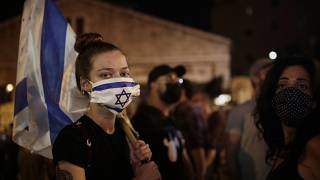 İsrail'de maske takan protestocular