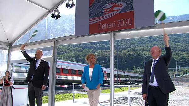 Suíça completa ligação ferroviária através dos Alpes