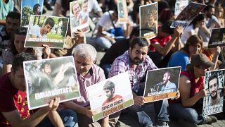 صورة من الأرشيف -أفراد عائلات أشخاص تم اعتقالهم خلال إحتجاجات