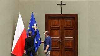 پرچم لهستان در کنار پرچم اتحادیه اروپا