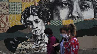 Parigi fra le città in cui è stato generalizzato l'obbligo di portare la maschera