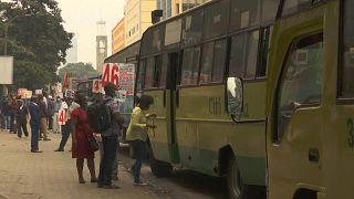 Kenya : Le COVID-19 mène la vie dure aux conducteurs de bus.