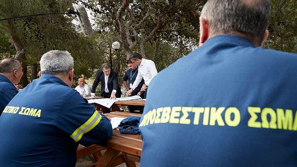 Ο πρωθυπουργός της Ελλάδας συναντά πυροσβέστες