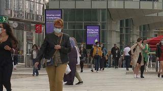Muchas ciudades de Francia instauran el uso de mascarillas obligatorio en el espacio público
