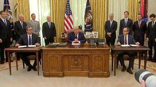 ترامب خلال توقيع الاتفاق