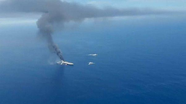Petroleiro arde perto da costa do Sri Lanka