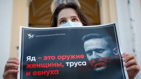 """""""A méreg a nők, a gyávák és az eunuchok fegyvere"""" – üzente egy tiltakozó Navalnij megmérgezése után"""