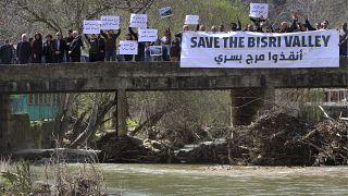 ناشطون يعربون عن خشيتهم من تداعيات بناء السدّ