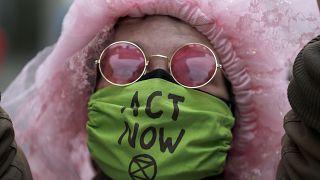 Ativistas do Extinction Rebellion bloquearam jornais britânicos