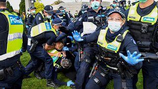 Festnahme eines Demonstranten in Melbourne