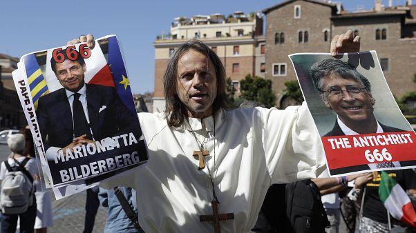 """В Риме прошла акция протеста """"ковид-диссидентов"""""""