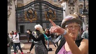 """""""Stayin' Alive"""" : l'hymne des militants écologistes à Londres"""
