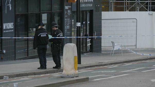 Patrouille de police et dispositif de sécurité après une attaque au couteau à Birmingham