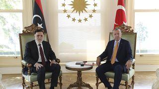الرئيس التركي رجب طيب إردوغان ورئيس الحكومة الليبية المعترف بها دولياً فايز السراج في اسطنبول 6 سبتمبر 2020