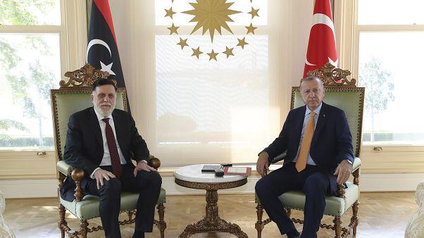 إردوغان والسراج في صورة نشرتها الرئاسة التركية