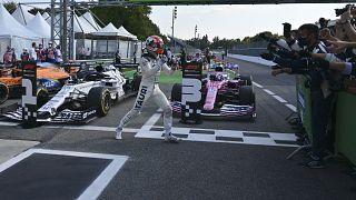 Pierre Gasly bejubelt seinen ersten Formel-1-Sieg mit dem Alpha Tauri Team