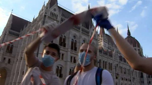 Βουδαπέστη: Ανθρώπινη αλυσίδα κατά του Ορμπαν