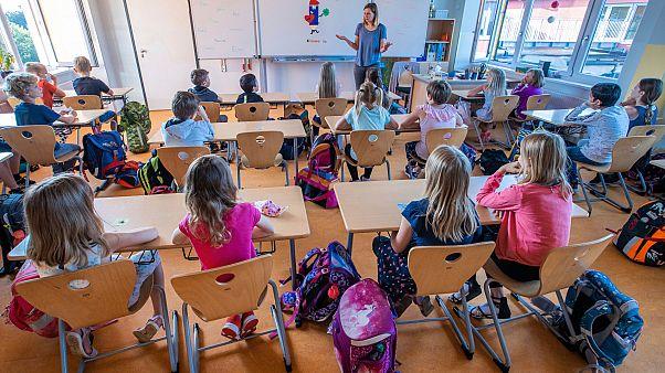 Almanya'da devlet düşük gelirli ailelere 300 euroluk yardım yapacak