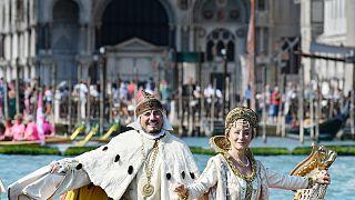 """Teilnehmer der historischen Regatta """"Regata Storica"""" in Venedig"""