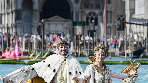Velence látványos regattával ünnepelt
