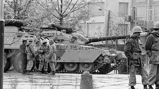İran'ın başkenti Tahran'da Şah Rıza Pehlevi karşıtı protestolar sırasında kentin önemli noktaların İngiliz yapımı Chieftain tankları konuşlandırılmıştı (1978)
