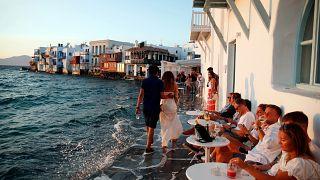 Turisták a görögországi Míkonoszon