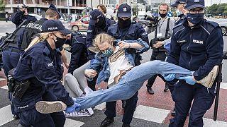 Climat : des militants d'Extinction Rébellion manifestent à Varsovie
