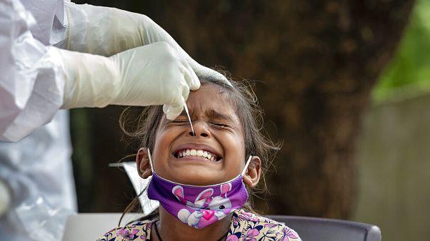Индия вышла на второе место в мире по числу зараженных коронавирусом